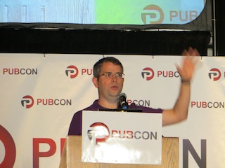 matt-cutts-speaking-at-pubcon-2012