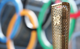 london-olympics-torch-and-rings-new